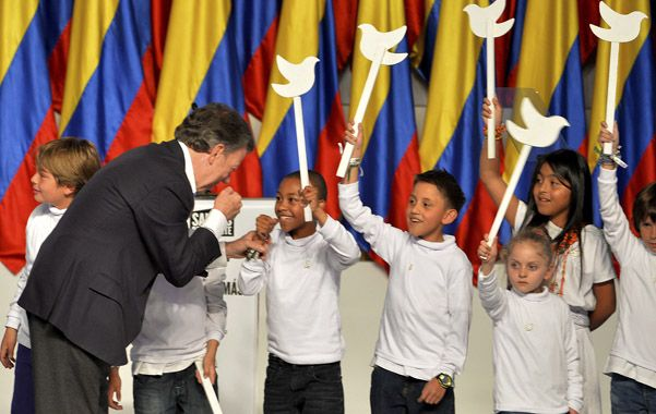 Apuesta. Juan Manuel Santos durante el acto de celebración de la victoria el domingo a la noche.