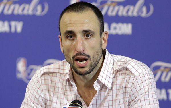 Manu Ginóbili se mostró decepcionado en la conferencia de prensa pospartido.