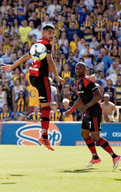 En acción. El juvenil Rivero y el portugués Leal fueron habituales titulares en el conjunto del Chocho Llop.