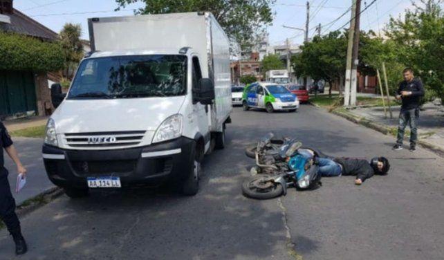 Sangriento. Los motochorros abatidos junto al camión.