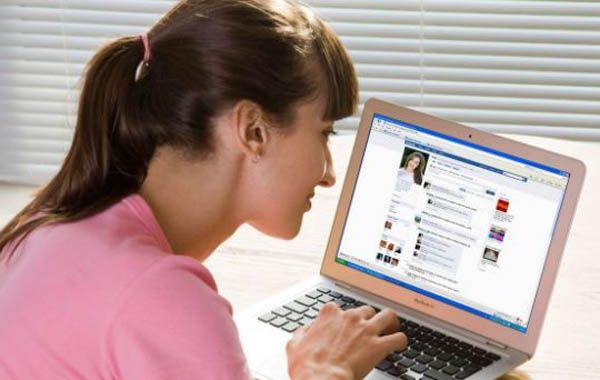 La agresora confesó que que lo había en venganza porque su amiga subió fotos a Facebook donde ambas se mostraban sin ropas.