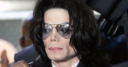 Michael Jackson desmiente enfermedad grave de pulmón y anuncia gira mundial