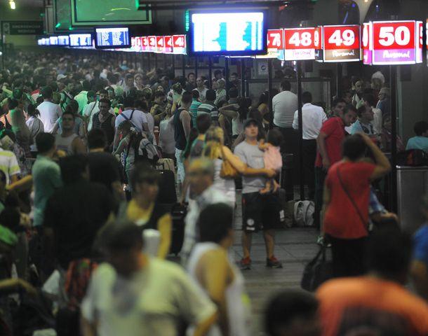 A tiempo. El conflicto se desató en vísperas del recambio turístico en los principales destinos del país.