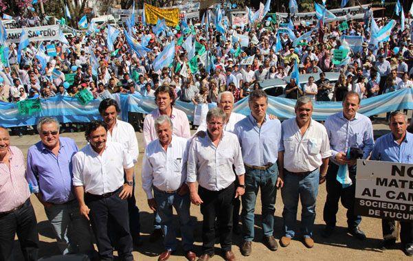 Protesta. Los referentes del ruralismo realizaron un acto frente al Monumento a Güemes