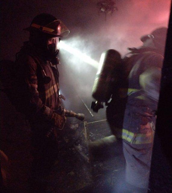 Una mujer falleció al incendiarse su departamento en barrio del Abasto
