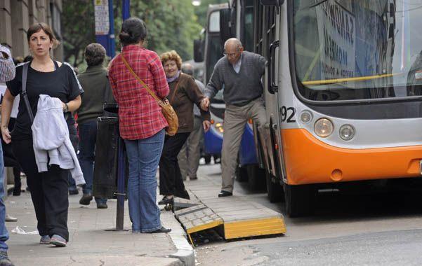 Ediles opositores que estaban cerca de votar el aumento del boleto del transporte tomaron ayer distancia de la iniciativa oficialista.  (S.Salinas)
