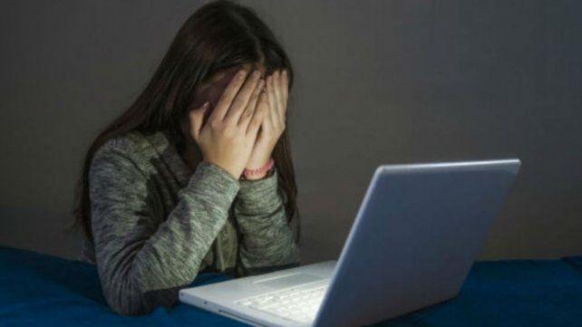 Los casos de ciberacoso se dan a través de servicios de mensajería como WhatsApp y redes sociales como Instagram y Facebook.