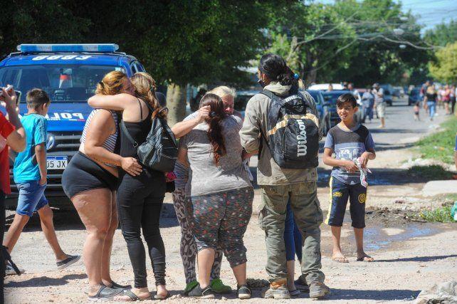 Los familiares de las víctimas llegaron a los pocos minutos a la escena del crimen. Pizarro tenía 30 años y Soto 20.