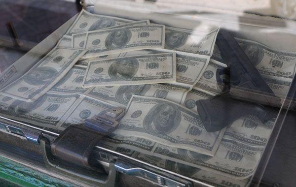 La policía confirmó que la suma robada ascendía a los 35 mil dólares.
