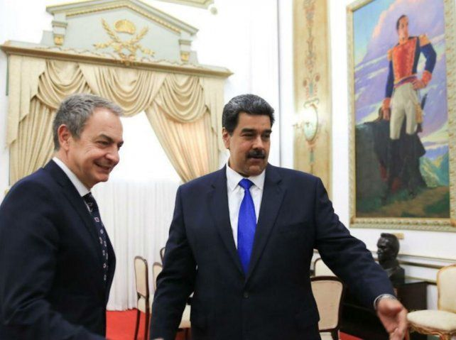 Con honores. Maduro recibió a Zapatero