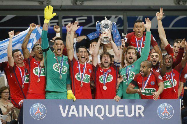 La explosión del PSG francés luego de obtener el título con dos rosarinos.