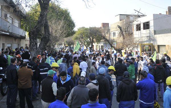 La marcha es impulsada por representantes de la Uocra y el colegio de Arquitectos. (Foto: Virginia Benedetto)