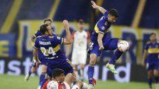 Presente. Lisandro López marcó con solidez y anotó de cabeza el primer tanto.