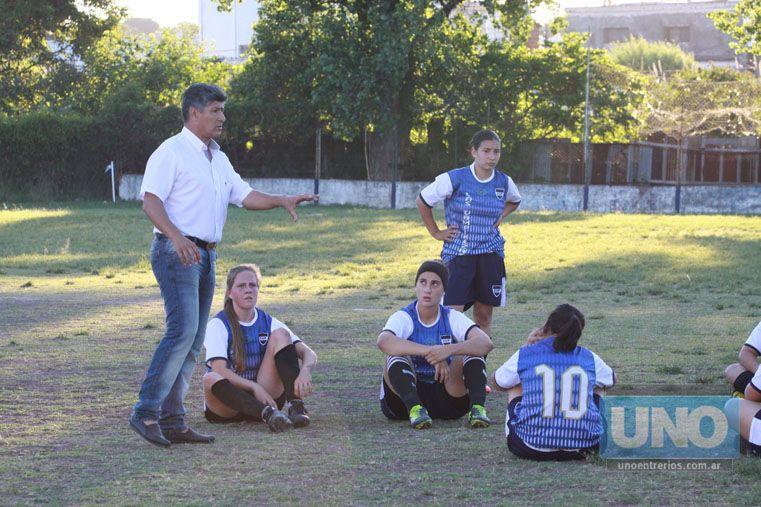 El DT. Juan Comas fue el encargado de dirigir a las chicas de la U