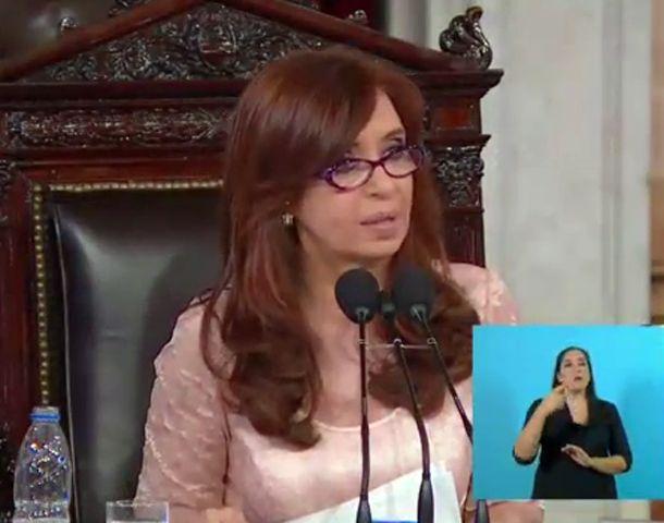 La presidenta comenzó su discurso hablando de la deuda pública.