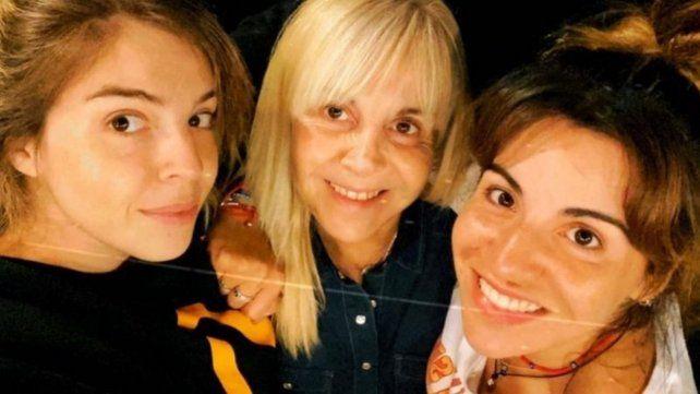 Madre e hijas. Claudia Villafañe junto a Dalma y Gianinna enfrentan las críticas que aparecieron.