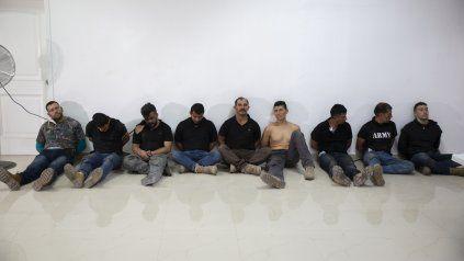 Los supuestos mercenarios colombianos exhibidos en Haití como responsables del asesinato del presidente Jovenel Moise.