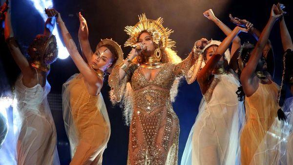 Beyoncé enloqueció al público con su presentación en los Grammy.