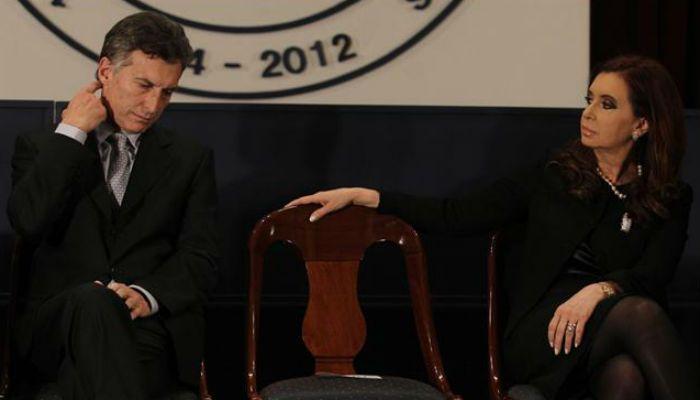 Mauricio Macri todavía confía en que la presidenta Cristina Fernández le entregue los atributos presidenciales.