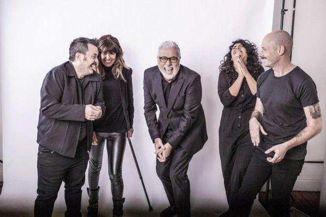 Crítica y risas. Claudio Villarruel (centro) conduce un ciclo que va cada domingo a las 23 en Canal 9.