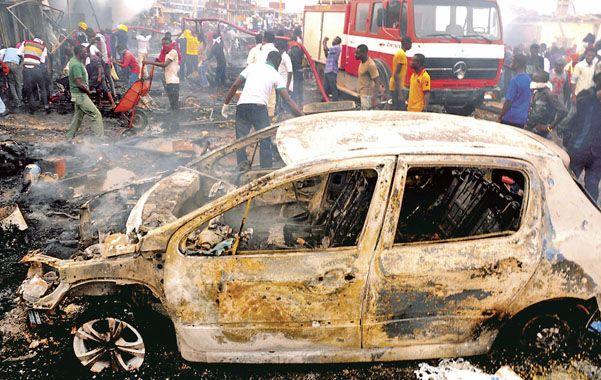 Devastador. Una segunda bomba explotó cuando la gente se había reunido a auxiliar a las víctimas.