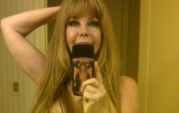 Graciela Alfano publicó nuevas fotos en las que aparece desnuda