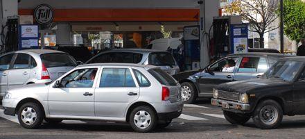 El combustible entra a cuentagotas a Rosario y casi nada al interior
