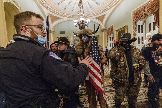 Los trumpistas tomaron el Capitolio el 6 de enero. Los exaltados desbordaron fácilmente a la guardia de servicio. Hubo cinco muertos, uno de ellos un policía que custodiaba el edificio.