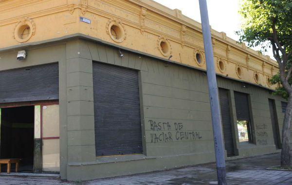 """apuntado. Habitantes de Alberdi aseguran que el boliche """"Ay Ramírez"""" es la causa de numerosos inconvenientes en el barrio."""