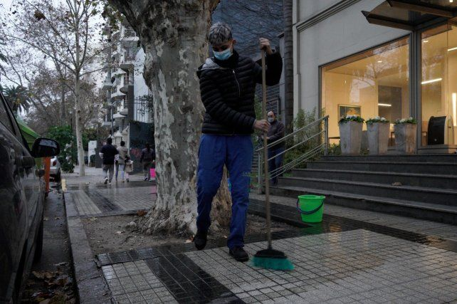 CONVENIO. Los porteros de edificios firmaron una nueva escala salarial.