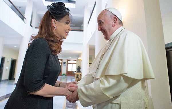 Cristina sorprendió al presentarle al Papa al Cuervo Larroque