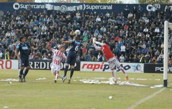 Vibrante partido en tierra cuyana. (Foto: Diario Uno).