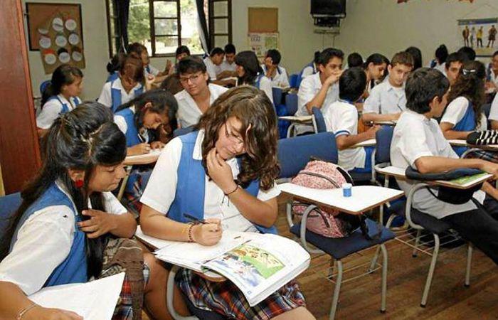 En Francia proponen una pedagogía de entrenamiento diario y la repetición para consolidar el conocimiento más simple antes de desarrollar los más complejos.