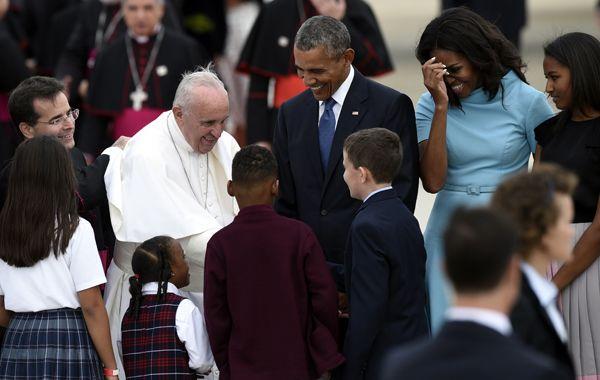 Francisco recibió el saludo de presidencial al pie del avión