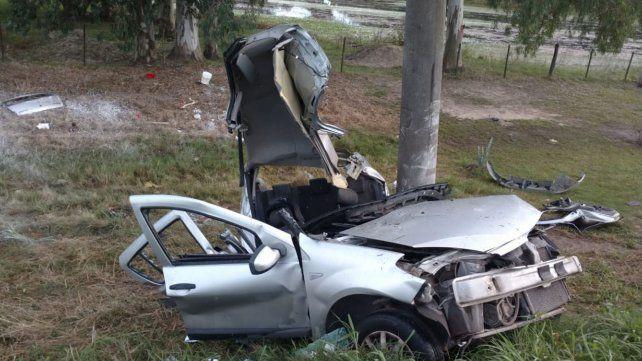 Dos hombres murieron al chocar contra una columna en San José del Rincón