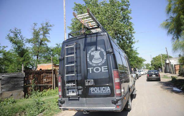 Con todo. Unos 60 policías coparon el barrio de la zona oeste rosarina.