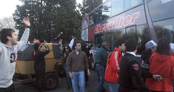 River llegó a Buenos Aires con custodia policial y se fue a concentrar a Don Torcuato