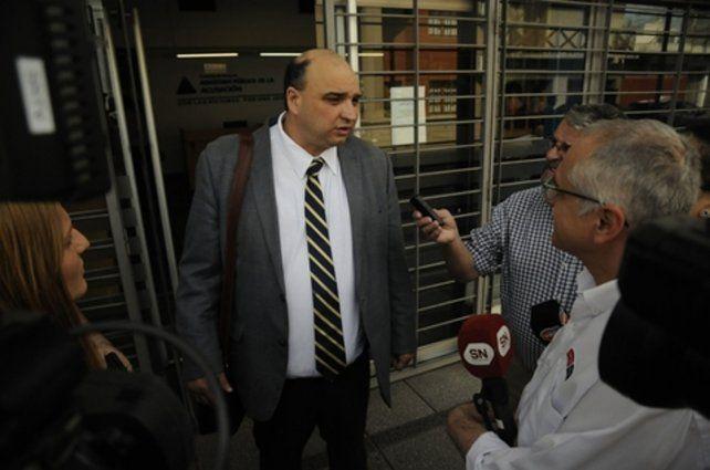 El fiscal Apullán está acusado de escuchar de manera ilegal al ministro Pullaro.
