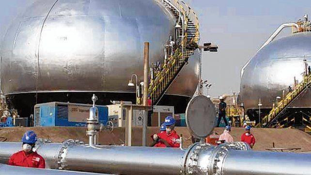 Una guerra de precios amenaza a la industria petrolera global