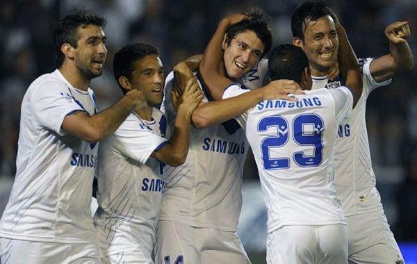 Vélez superó a Quilmes y se escapó a cuatro de Newell's