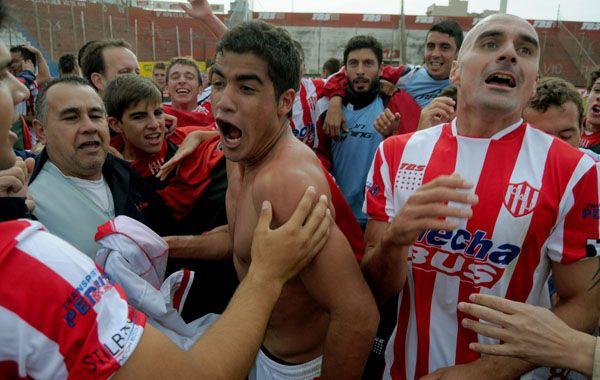 Unión se quedó con el clásico santafesino jugado sin hinchas en el estadio 15 de Abril.
