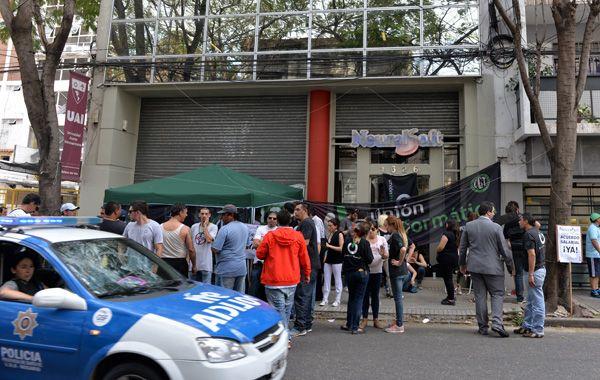 La situación se endureció en el segundo día de protesta de los empleados de Neuralsoft. (foto: Silvina Salinas)