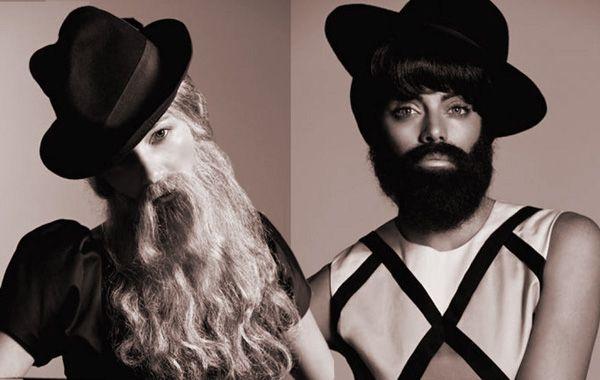 Emilia Attias y Micaela Breque con un look muy masculino camufladas tras pelucas