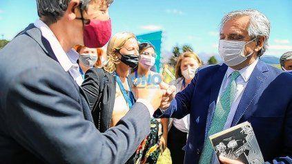 El miércoles pasado el presidente, Alberto Fernández, visitó Bariloche y se llevó el libro del santafesino Jorge Piccini.