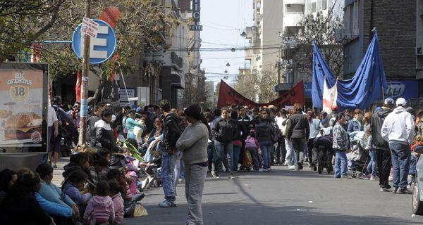 Jornada caliente con protestas en las calles en reclamo de ayuda social