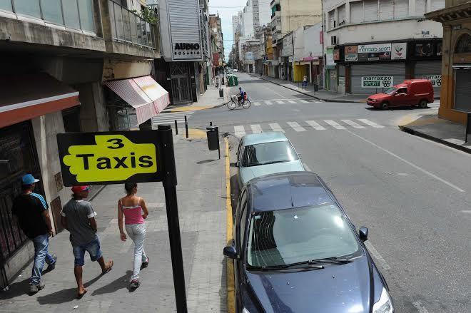 El paro dejó sin servicio de taxis a la ciudad. (Foto: S. Suárez Meccia)