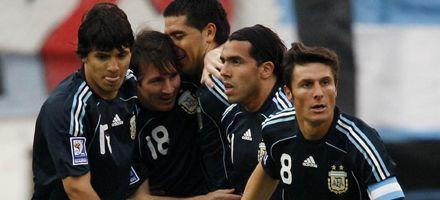 Argentina le ganó 2 a 1 a Uruguay y festejó por primera vez en el año