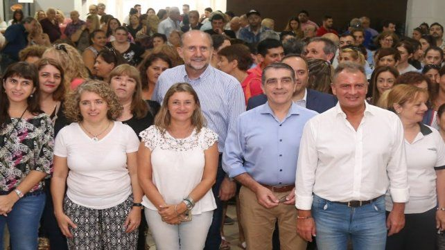 Perotti y el senador Traferri entregaron aportes para escuelas.
