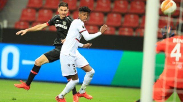 Alario convirtió hoy un doblete para el Leverkusen ante Augsburgo por 3 a 1.