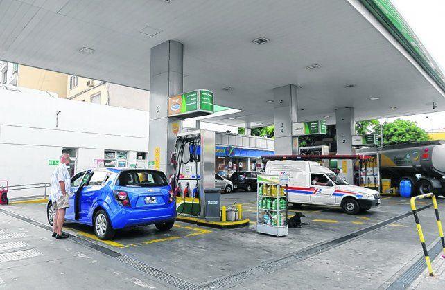 Cargaba nafta a nombre de la empresa y terminó en el banquillo